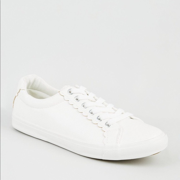 Look White Scallop Tennis Shoes Wide
